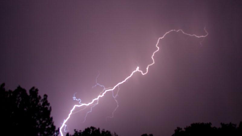 Μοναδικό θέαμα καταιγίδας στην Βόρεια Ιταλία