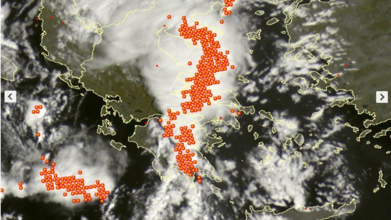 Ισχυρές καταιγίδες στην Αττική τις επόμενες ώρες.Παρασκευή 4/10/19.