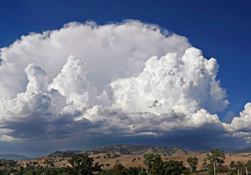 Αστάθεια στα Ηπειρωτικά Ορεινά με βροχές τις Μεσημβρινές-Απογευματινές ώρες,καλύτερος ο καιρός στις υπόλοιπες περιοχές.