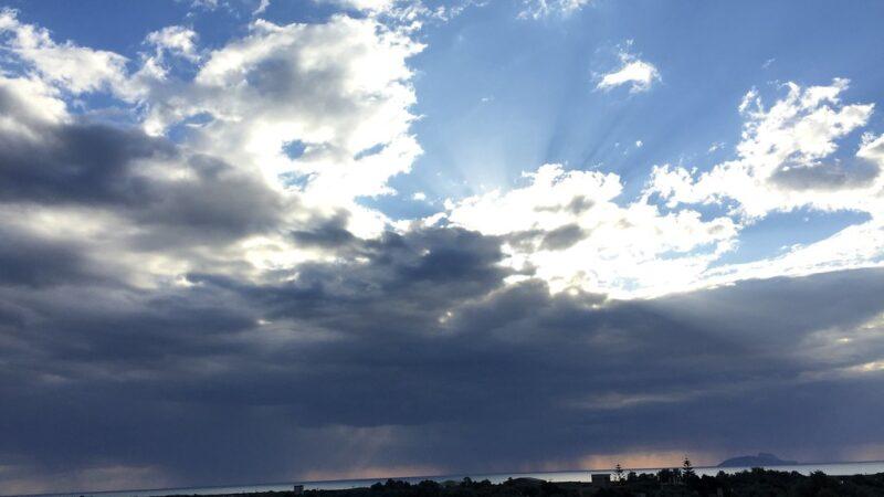 Περιορίζονται οι βροχές, βελτιώνεται ο καιρός.Πρόγνωση καιρού Σάββατο 23/5/20.