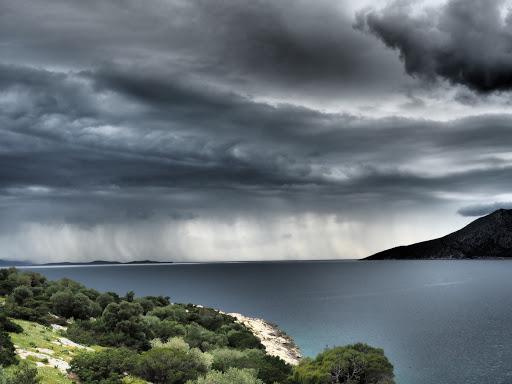 Συνεχίζονται οι βροχές σε αρκετές περιοχές. Πρόγνωση καιρού Παρασκευή 22/5/20.