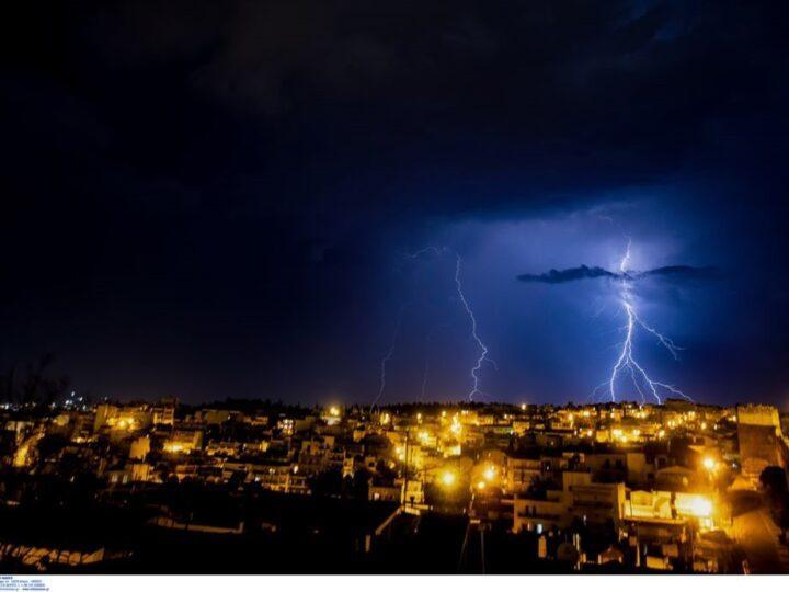 Θεσσαλονίκη: Σόου κεραυνών στον ουρανό της πόλης (ΒΙΝΤΕΟ).