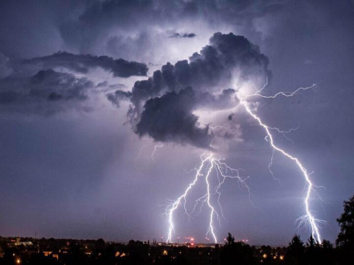 Ισχυρή κακοκαιρία σε μεγάλο μέρος της χώρας. Βροχές-καταιγίδες. Πρόγνωση καιρού Σάββατο 8/8/20.