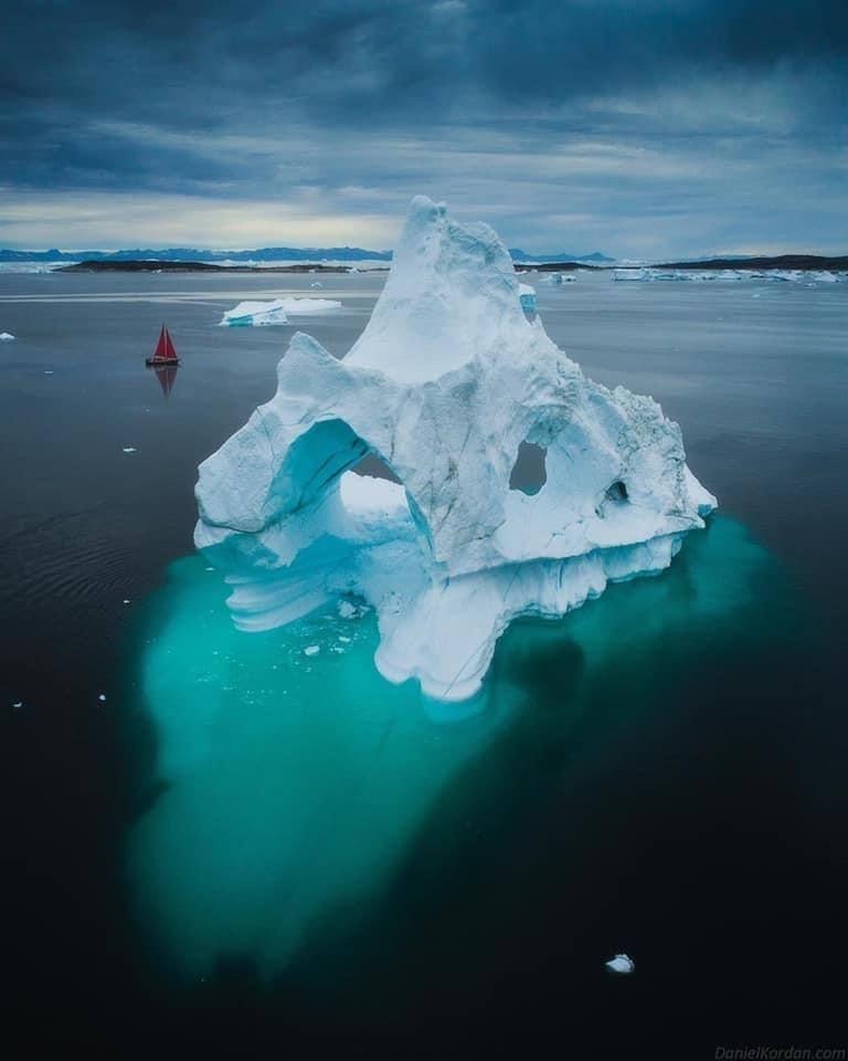 Τα πιο εκπληκτικά παγόβουνα-αψίδες στη Γροιλανδία
