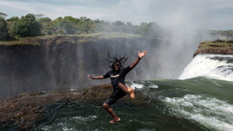 H πισίνα του Διαβόλου: Κολυμπώντας στους απόκρημνους καταρράκτες της Βικτωρίας στη Ζάμπια της Αφρικής