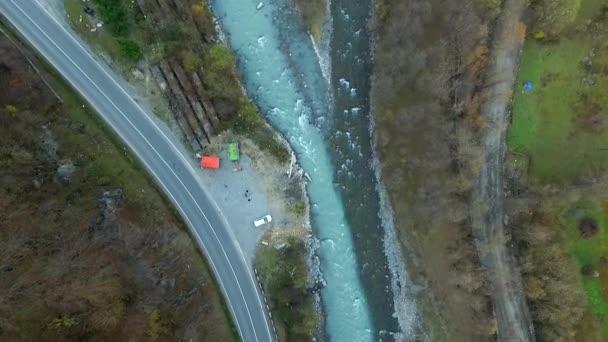 Εντυπωσιακό φαινόμενο: Το μαύρο και λευκό ποτάμι που δεν αναμειγνύονται ποτέ