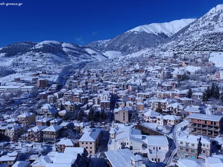 Χιονόπτωση στα 1.300m στο Καρπενήσι 4/1/21.
