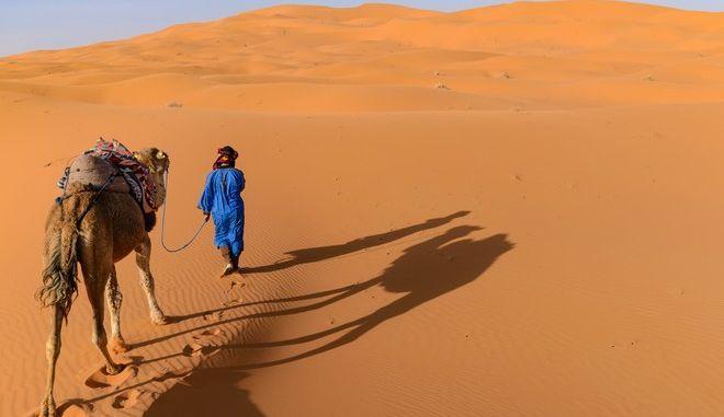 Το είδαμε και αυτό: Χιόνισε στην έρημο Σαχάρα και οι εικόνες εκπλήσσουν