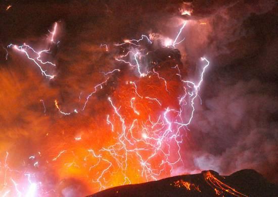 Ηφαιστειακή αστραπή: Ένα σπάνιο και καθηλωτικό φαινόμενο – Δείτε το βίντεο!!!