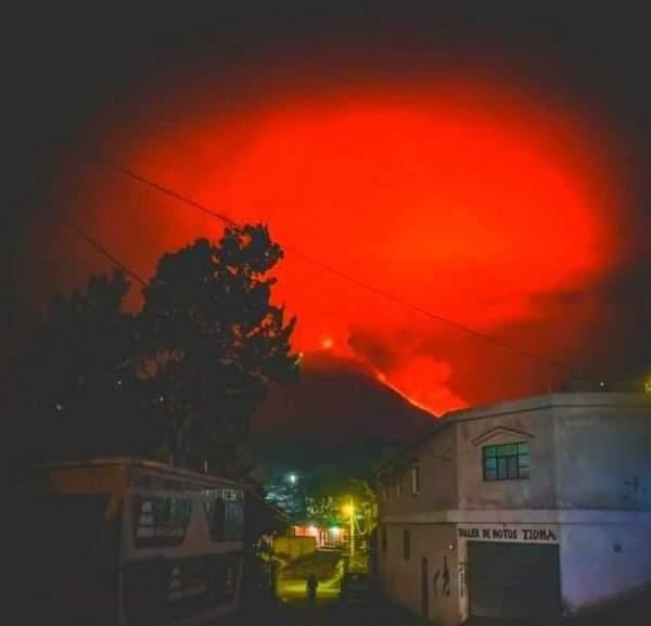 Ηφαιστειακή δράση επί τρία!